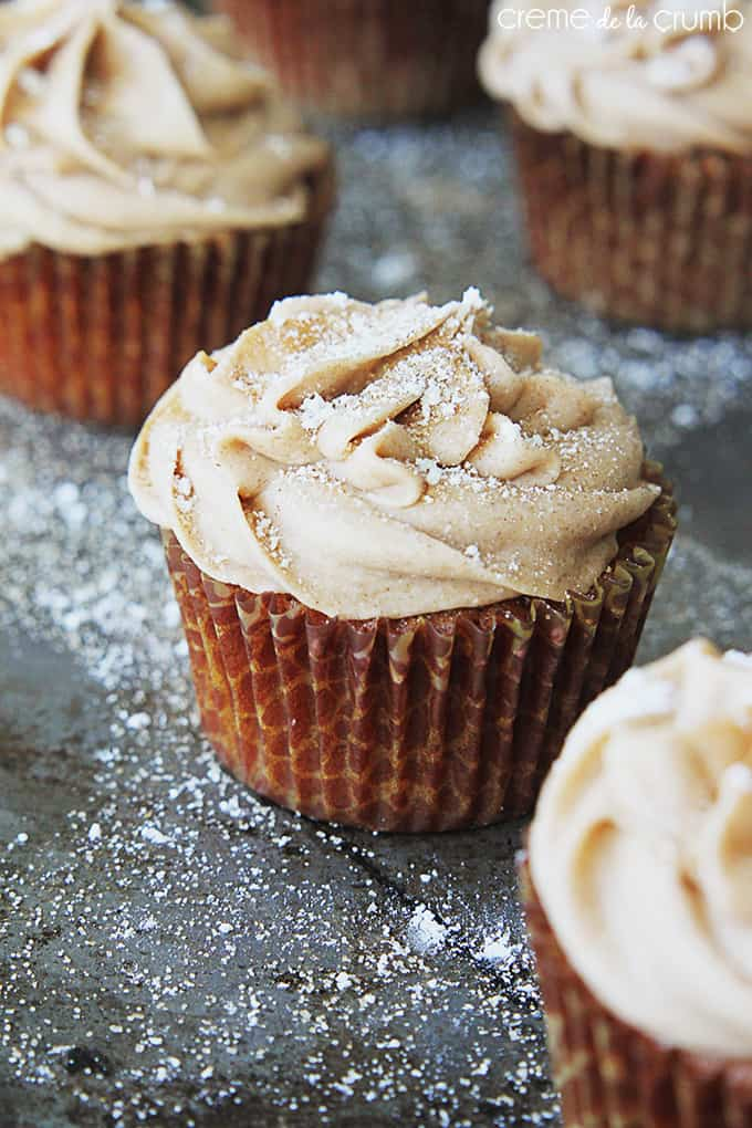Gingerbread Cupcakes with Cinnamon Cream Cheese Frosting - Creme de la Crumb